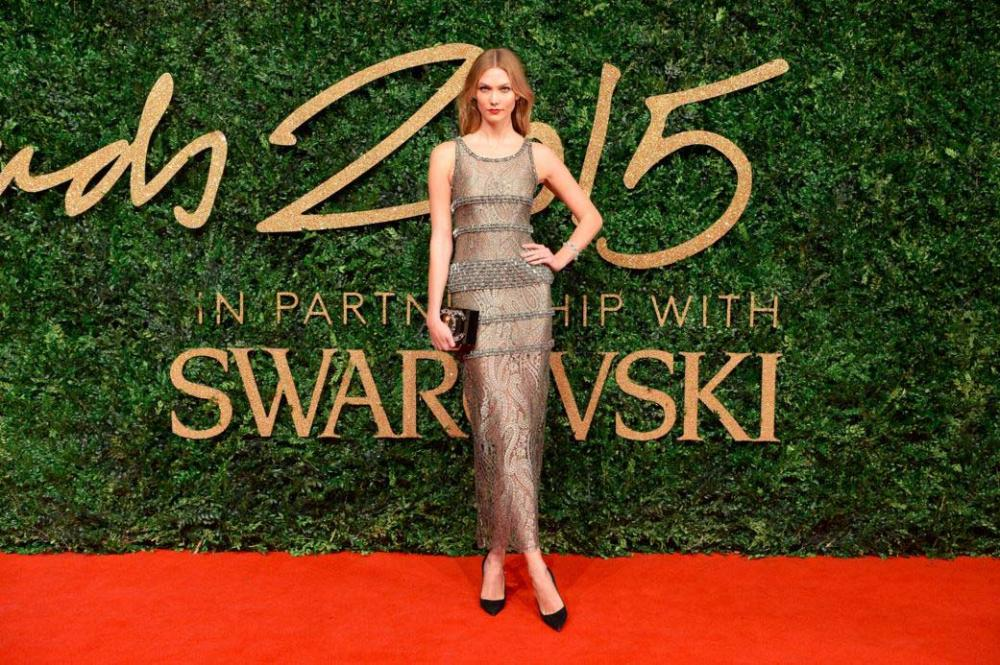 karlie-kloss-red-carpet-dress-sheer-sequin-grey-lilac-british-fashion-awards-11-2015.jpg
