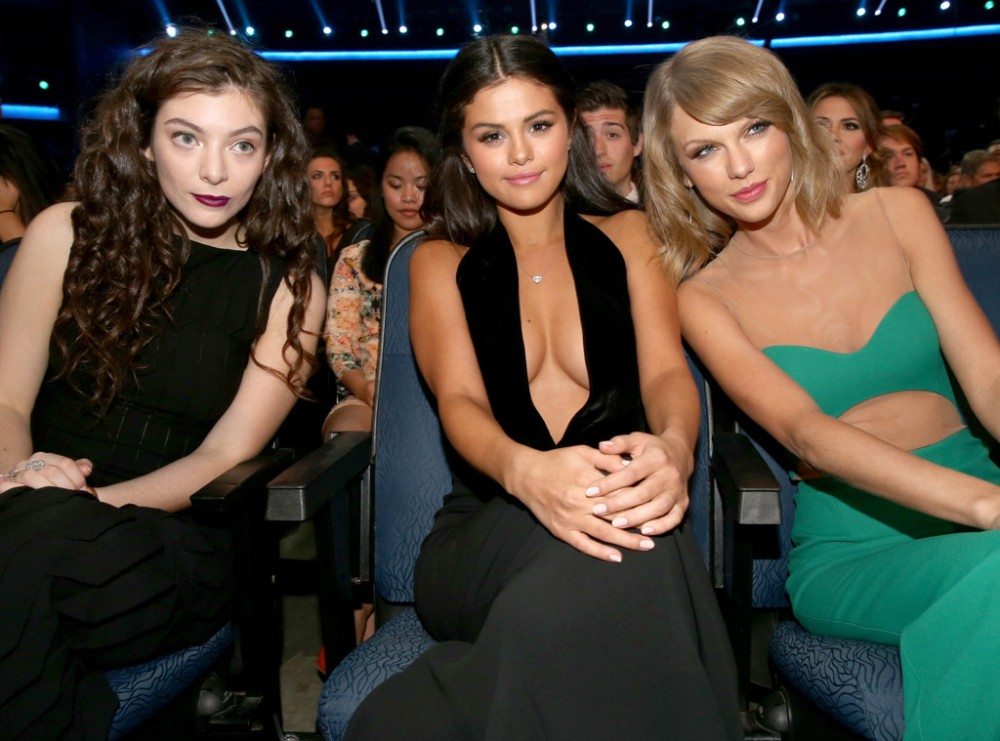 rs_1024x759-141123201202-1024.lorde-selena-taylor-american-music-awards-2014.jpg
