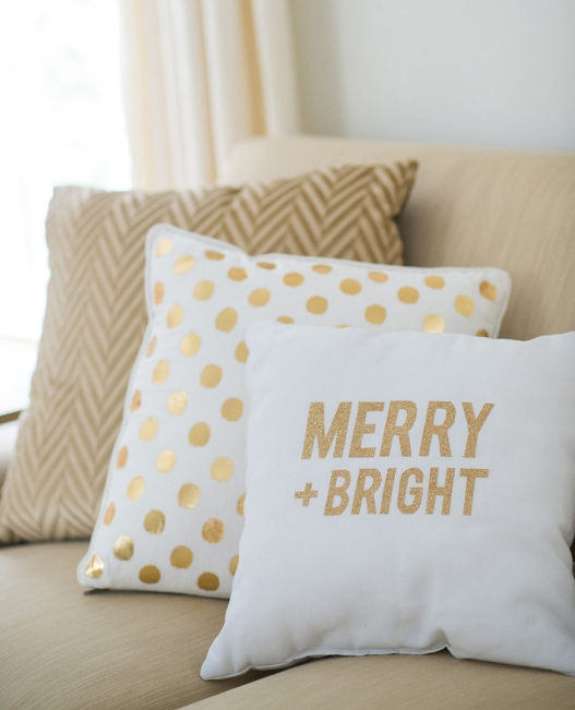 http://www.popsugar.com/home/photo-gallery/36104134/image/36104369/Give-your-couch-Christmas-touch-addition