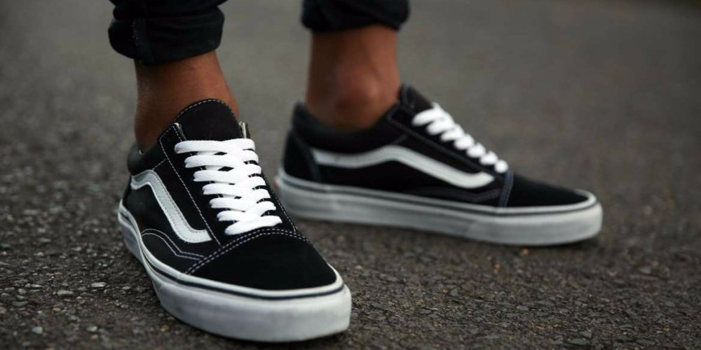 10-black-sneakers-you-can-wear-every-day